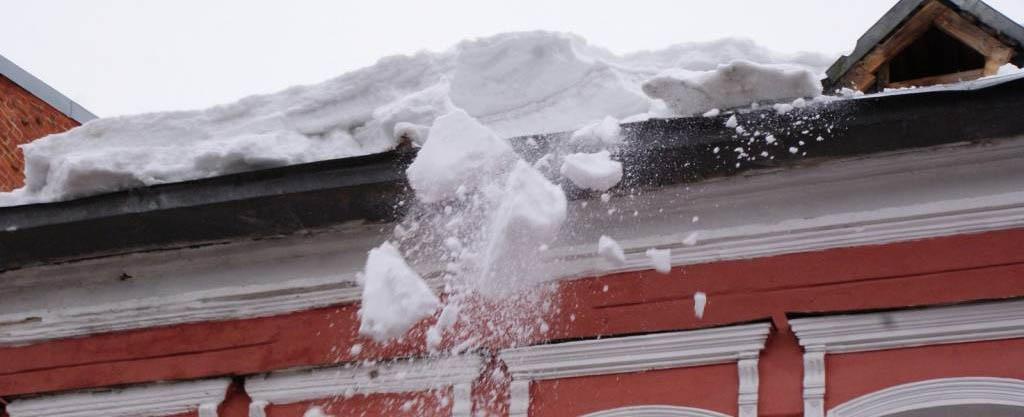 Фото падения снега с крыши